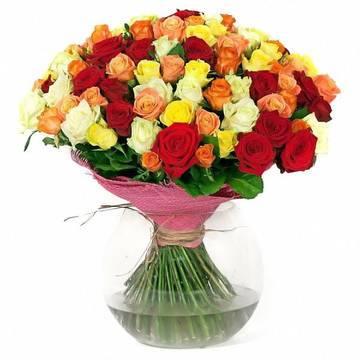 разноцветные розы в огромном букете.jpeg