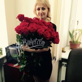 Букет импортных красных роз для девушки - фото